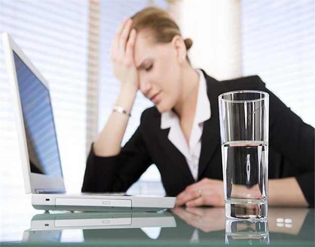 Thuốc Aspirin: là thủ phạm phổ biến gây kích thích hoặc làm xấu đi các triệu chứng của ợ nóng và chứng trào ngược dạ dày. Mặc dù thuốc này được biết đến để chữa trị nhiều bệnh từ đau đầu nhẹ đến thậm chí nhồi máu cơ tim; nhưng nó lại làm trầm trọng thêm các triệu chứng của ợ nóng.
