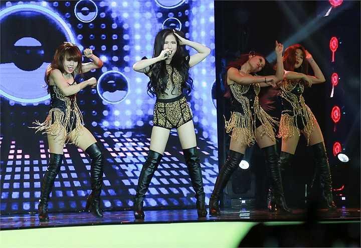 Vì quá yêu thích ca khúc này nên cô đã cùng ekip của mình bắt tay thực hiện MV