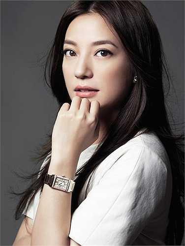 Cô lọt vào danh sách 100 người nổi tiếng quyền lực nhất Trung Quốc năm 2014 do tờ Forbes bình chọn.