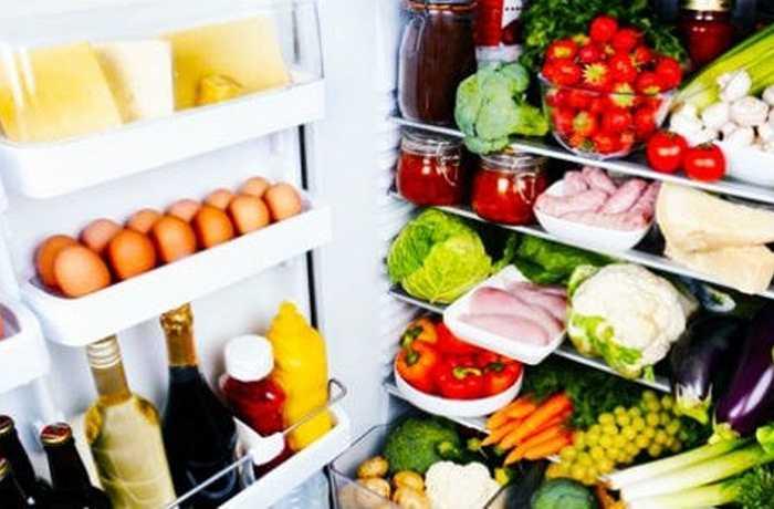 Tủ lạnh không được để trống, tủ lạnh liên quan đến thực phẩm và vấn đề ăn uống của con người vì thế thực phẩm trong tủ lạnh luôn đầy sẽ biểu thị sự đầy đủ, sung túc.