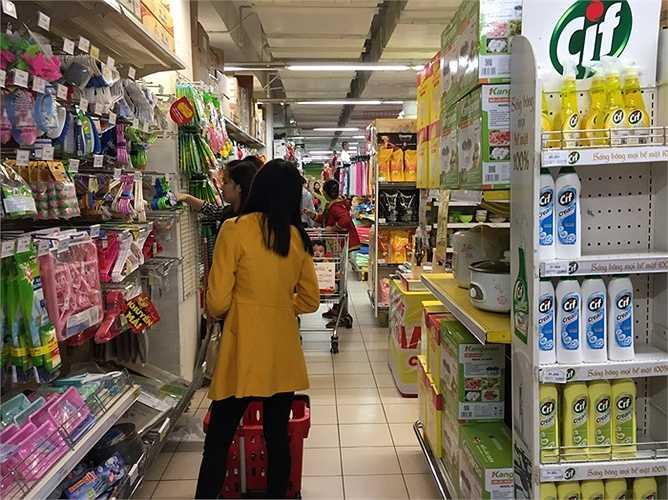 Theo một nhân viên tại siêu thị, lượng khách hôm này, Chủ nhật, 15/3 có phần sụt giảm so với ngày hôm qua 14/3