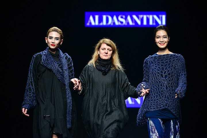 Siêu mẫu Võ Hoàng yến cùng hoa hậu Thuỳ Dùng đã được chọn làm vị trí vedette cho NTK Alda Santini
