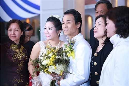 Chiều ngày 14/3, đám cưới của nghệ sĩ Thanh Thanh Hiền và con trai ca sỹ Chế Linh - Chế Phong đã được tổ chức tại Hà Nội với sự tham gia của đông đảo bạn bè đồng nghiệp.