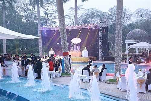Tiệc cưới của Thanh Thanh Hiền và Chế Phong diễn ra ở ngoài trời trong không gian sang trọng.