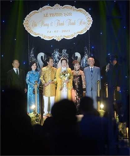Đại diện hai họ ra mắt quang khách. Chế Linh không đến dự đám cưới của con trai.