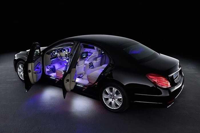 7. Mercedes-Benz S-Guard (400.000 USD) là thương hiệu xe bọc thép khá phổ biến trên thị trường. S-Guard có thể chống lại hỏa lực từ súng liên thanh M60. S-Guard có hệ thống oxy riêng, đồng thời bịt kín những lỗ thông hơi để khí độc không thể lọt vào xe.