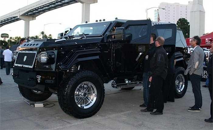 6. Knight XV (629.000 USD) là chiếc xe đầu bảng từ hãng Conquest Vehicles, số lượng sản xuất giới hạn chỉ 100 xe. Xe được trang bị động cơ V10, bọc giáp ở cấp độ quân sự với lớp thép cường độ cao bảo vệ toàn thân.