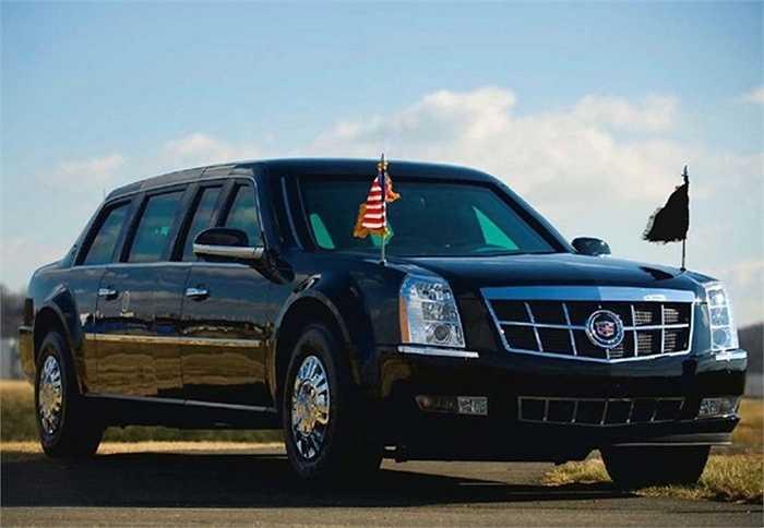 2. Cadillac One 'The Beast' (1,5 triệu USD) là chiếc xe bọc thép mang tính biểu tượng trên thế giới. The Beast được trang bị bình nhiên liệu bọc thép có khả năng chống cháy, một hệ thống chữa cháy tự động, hệ thống cung cấp oxy tách biệt, vũ khí phòng vệ ẩn trong thân xe.