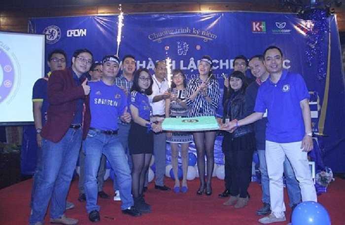 Á hậu sở hữu chiều cao 1m74 cùng gương mặt thanh tú. Cô là CĐV Chelsea nổi tiếng nhất ở Việt Nam thời điểm này