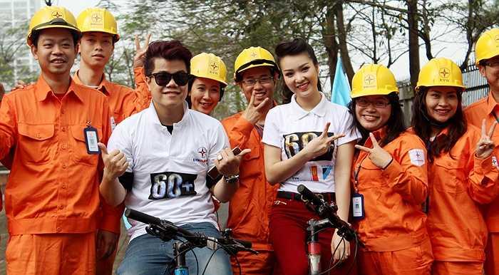 Á hậu Thụy Vân và ca sỹ trẻ Đinh Mạnh Ninh là 2 đại sứ của chương trình Giờ trái đất 2015