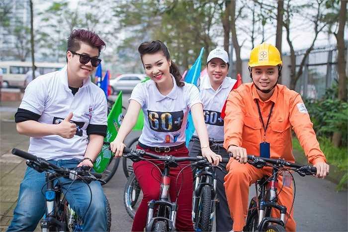 Á hậu Thụy Vân tham gia đạp xe để kêu gọi tiết kiệm năng lượng