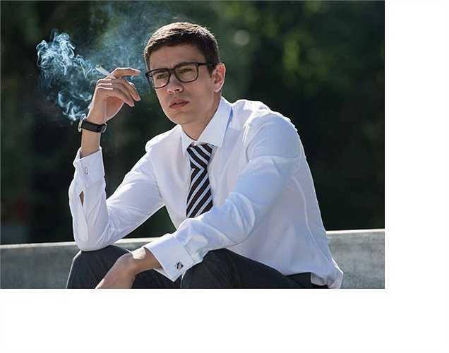 Hút thuốc: Những người hút thuốc có xu hướng hít nhiều không khí, khiến họ cảm thấy dầy hơi. Các giải pháp rõ ràng là bỏ thuốc,  hút ít thuốc lá mỗi ngày. Cách tốt nhất là nên bỏ thuốc