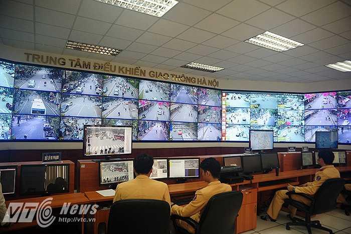 Hệ thống camera của trung tâm điều khiển giao thông mới có thể phát hiện phương tiện vi phạm rồi chụp lại biển số với hình ảnh rõ nét, thông tin đầy đủ để dần tiến tới phạt nguội.