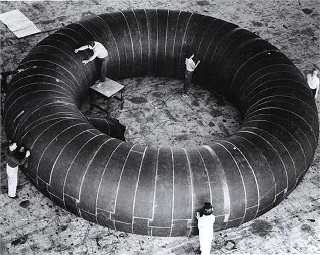 Năm 1961, NASA đã hợp tác với hãng lốp Goodyear đẻ thiết kế một trạm vũ trụ bơm hơi. Tuy nhiên, trạm rộng 9m này không bao giờ được đưa lên vũ trụ.
