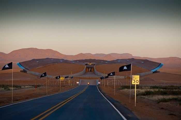 Đường vào SpacePort của tập đoàn Virgin Galactic, được gọi là 'cánh cổng lên không gian' trên sa mạc Jornada del Muerto ở bang New Mexico, Mỹ.