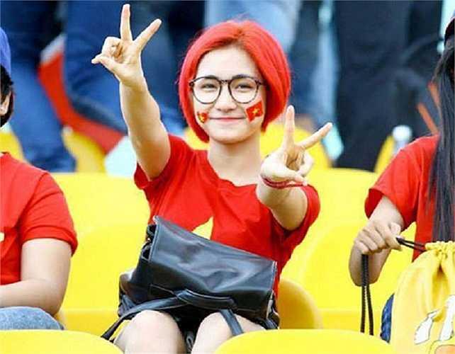 Hòa Minzy luôn là CĐV nhiệt thành của bóng đá Việt Nam và là một người hâm mộ đặc biệt của Công Phượng.