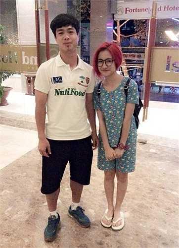 Trước đó không lâu, showbiz Việt rung động trước thông tin bạn gái Công Phượng là Hòa Minzy.