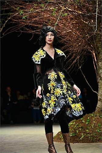Đêm Haute Couture – khép lại Tuần lễ thời trang Việt Nam thu đông 2015 mang đến cho khán giả cảm giác của nỗi nhớ da diết mùa đông.