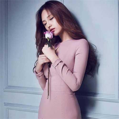 Hoa hậu Mai Phương Thúy xinh đẹp, dịu dàng.
