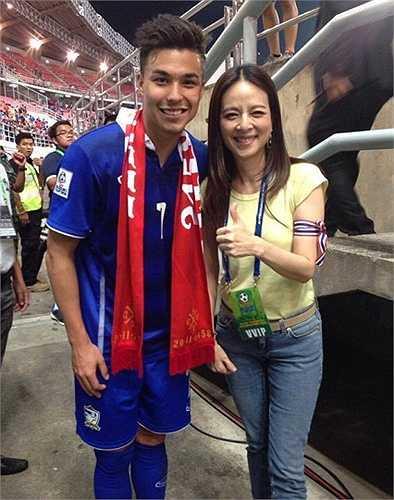 Anh trở nên nổi tiếng sau màn trình diễn ấn tượng cùng tuyển Thái Lan vô địch AFF Cup 2014.