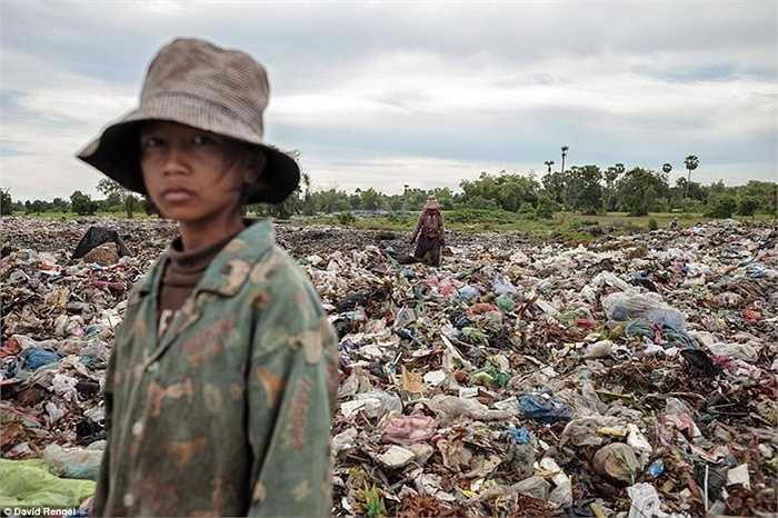 Hael Kemra,15 tuổi, bắt đầu làm việc ở bãi rác từ năm lên 10 tuổi. Ước mơ sau này của em là được làm cô giáo dạy tiếng Anh