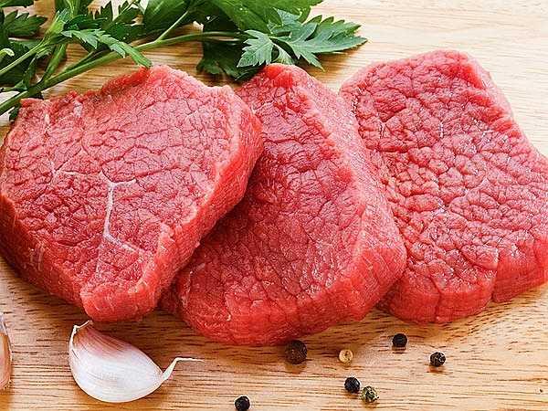 Bổ sung protein: Protein rất cần thiết để cơ bắp phát triển tự nhiên. Lượng protein cần được bổ sung gấp đôi thông thường nếu bạn muốn cơ bắp được săn chắc. Một số nguồn protein phổ biến như thịt gà, trứng, thịt bò, cá...
