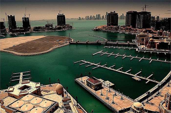 Quần đảo Pearl, Qatar : cách 350m từ bờ biển Doha, đây là một hòn đảo nhân tạo kéo dài gần 4 triệu m2. Đó là vùng đất đầu tiên ở Qatar có sở hữu toàn quyền là của các công dân nước ngoài