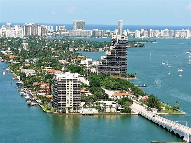 Quần đảo Venetian, Florida, Hoa Kỳ : là một chuỗi các hòn đảo nhân tạo tại thành phố Miami và bãi biển Miami, Florida. Có 6 hòn đảo có người ở và một hòn đảo không người sử dụng cho các chuyến dã ngoại