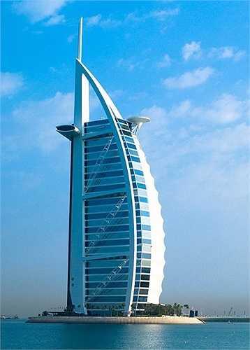 Tòa nhà Burj Al Arab, Dubai : Với chiều cao 321m, nó là khách sạn cao thứ tư trên thế giới. Burj Al Arab đứng trên một hòn đảo nhân tạo rộng 280m2 tính từ bãi biển Jumeirah