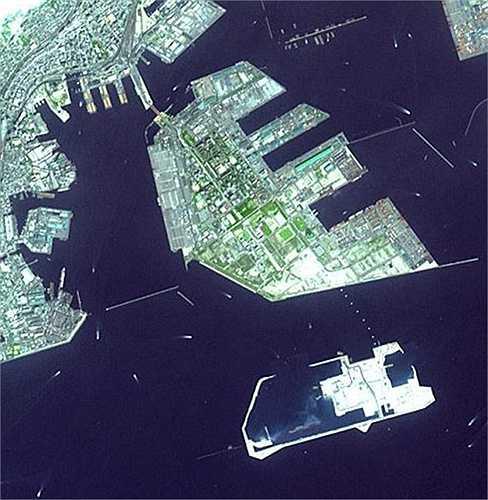 Port Island, Chuo-ku, Kobe, Nhật Bản : được xây dựng giữa những năm 1966-1981 và chính thức khai trương với tên gọi 'Cảng Pier 81'