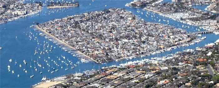 Đảo Balboa, California, Hoa Kỳ : đây là một chuỗi ba hòn đảo nhân tạo ở Newport Harbor bao gồm Đảo Balboa, Little Balboa Island và đảo Collins