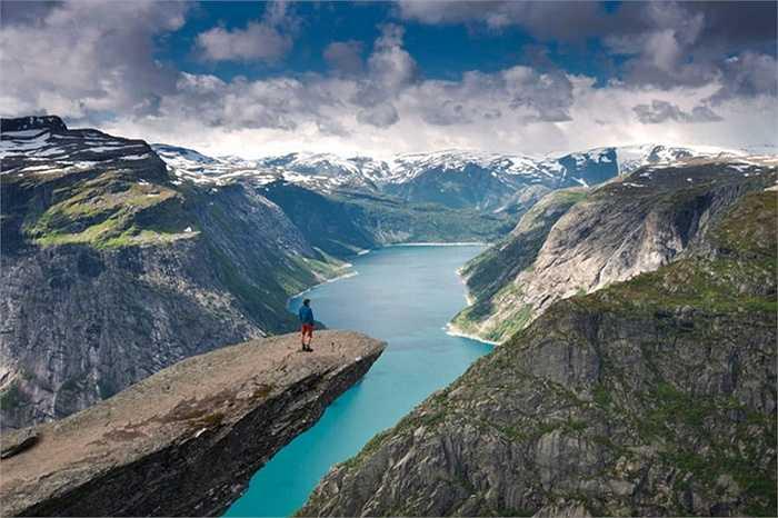 Mỏm núi Trolltunga - Na Uy