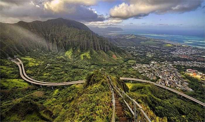 Haiku Stairs ở O'ahu, đảo Hawaii