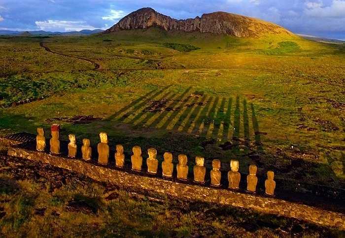 Ánh mặt trời mọc trên đảo Phục Sinh