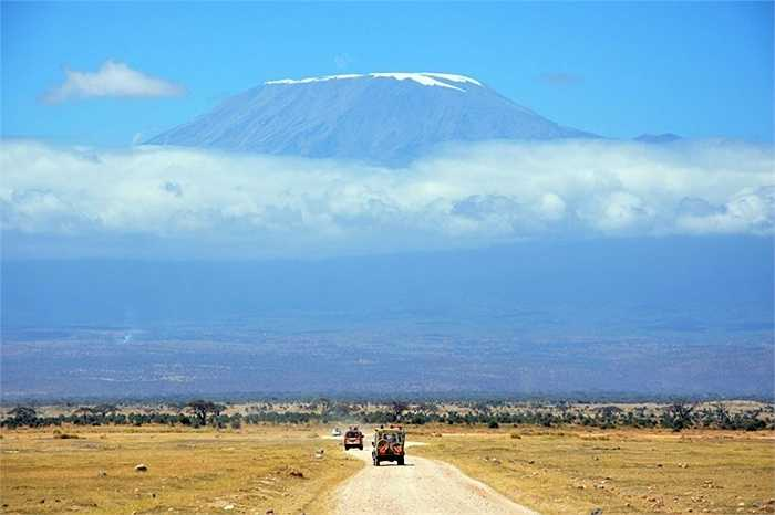 Núi Kilimanjaro nhìn từ Amboseli, Kenya