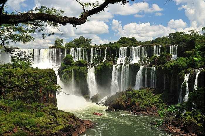 Thác Iguazu, Biên giới của Brazil và Argentina