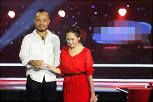 Cũng tại The Voice, Bảo Anh dính nghi án có tình cảm với nam huấn luyện viên Trần Lập.