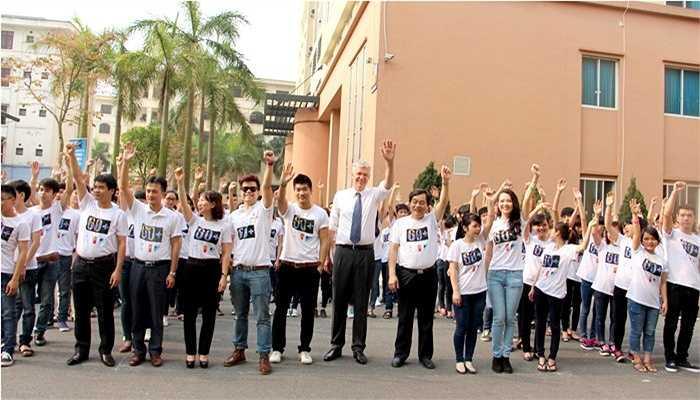 Lãnh đạo và sinh viên ĐH Công nghiệp Hà Nội tích cực hưởng ứng Giờ trái đất