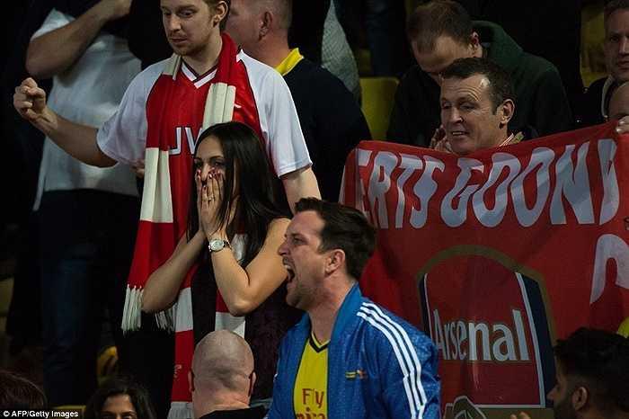 CĐV Arsenal vẫn còn nguyên cảm xúc bàng hoàng dù trận lượt về đã kết thúc