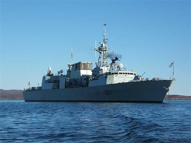 Tàu khu trục lớp Halifax của Canađa được trang bị ngư lôi chống ngầm Mark 46, hệ thống chống tên lửa Evolved Sea Sparrow Missile, tên lửa chống hạm Harpoon và sáu súng máy .50 Calibre