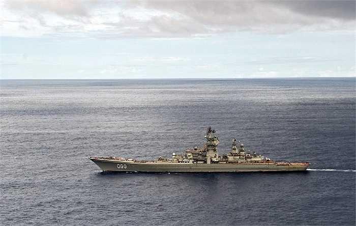 Chiến hạm hiện tại của Hạm đội Biển Bắc là tàu tuần dương Pyotr Velikiy - một trong những tàu chiến lớn nhất thế giới