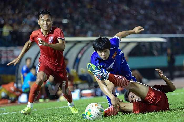 Thế nhưng Công Phượng thi đấu khá nhạt nhòa và bị thay ra sau hiệp 1. (Ảnh: Vietnamplus)
