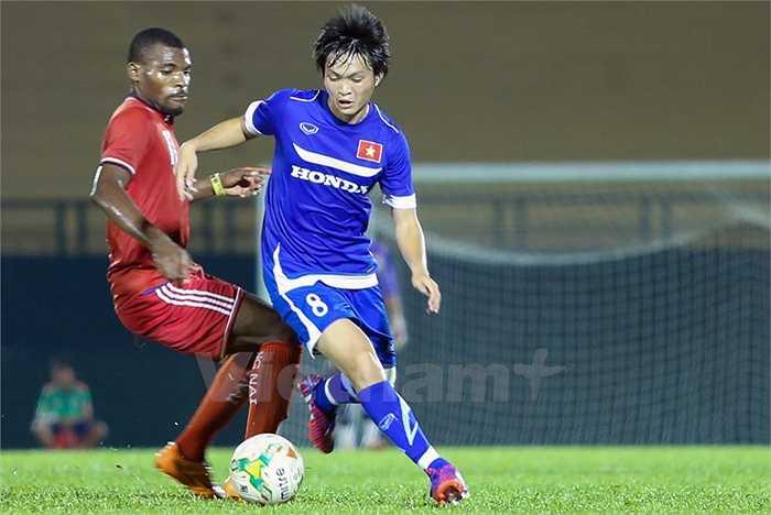 Tiền vệ quê Thái Bình như thường lệ, chơi nhiệt tình, kỹ thuật nhưng thiếu người phối hợp ăn ý. (Ảnh: Vietnamplus)