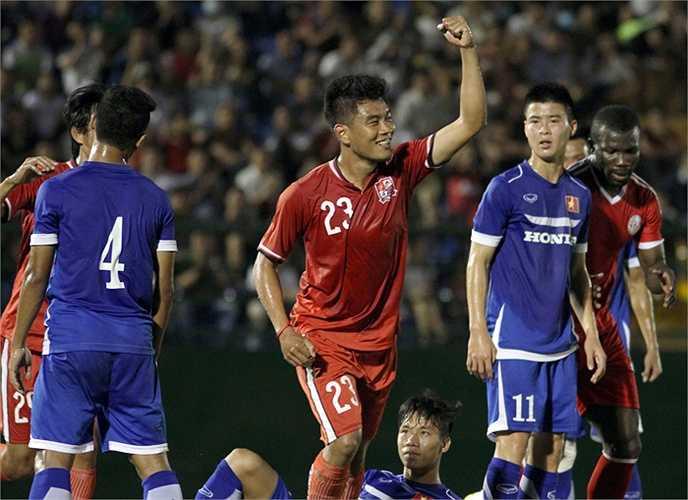 Trong khi đó Đồng Nai dù chỉ là đội bóng đang đội sổ V-League vẫn làm khó U23 Việt Nam khi kiểm soát bóng tốt hơn. (Ảnh: VSI)