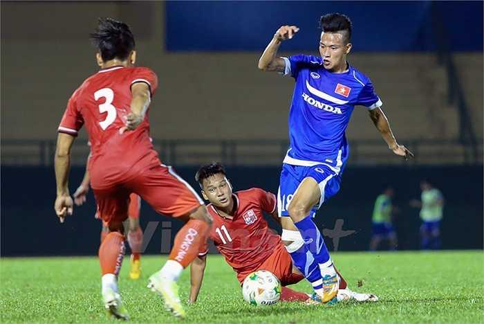 Sau bàn thua, U23 Việt Nam dồn lên tấn công và phải tới cuối hiệp 1, Hồ Ngọc Thắng mới quân bình tỷ số 1-1 cho U23 Việt Nam. (Ảnh: Vietnamplus)