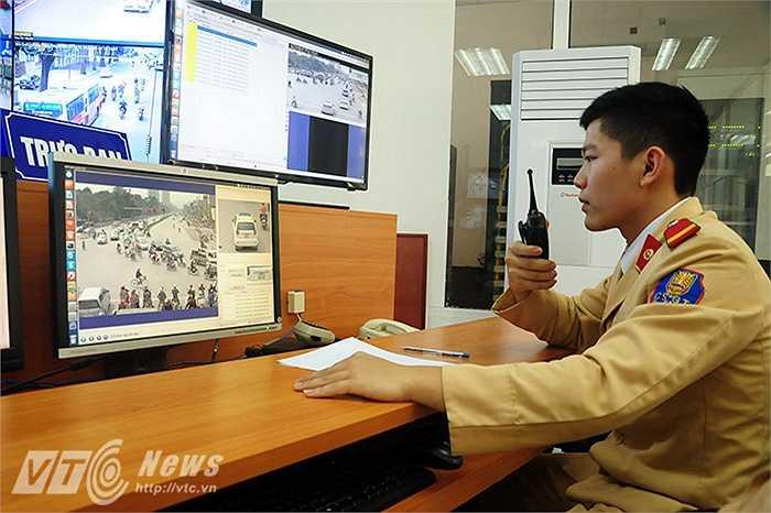 CSGT tại đây sẽ phân tích lỗi, báo cho các tổ công tác tuần tra, kiểm soát.