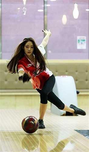 Mới đây, Shin vừa chuyển sang thi đấu bowling chuyên nghiệp sau 10 tháng tập luyện môn này.