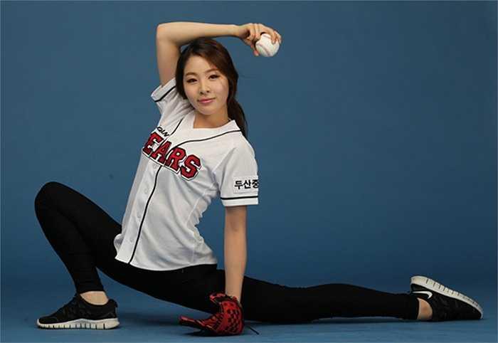 Bên cạnh thể dục nghệ thuật, bowling, Shin còn có năng khiếu chơi bóng chày.