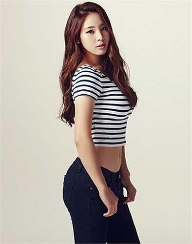 Ngoài các hoạt động thể thao, Shin còn được biết đến trong vai trò người mẫu và tham gia nhiều chương trình truyền hình ở Hàn Quốc.