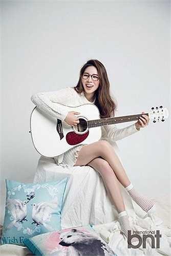 Cô còn có tài lẻ là chơi đàn guitar (Nguồn: Ngôi sao)